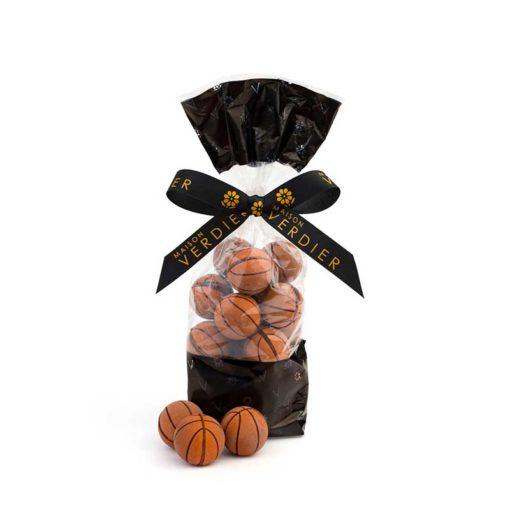 Spécialités chocolatées à l'effigie d'un ballon de Basket - Praliné amandes et noisettes
