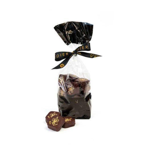 Pavé Royal, ganache au chocolat noir, rhum et raisins